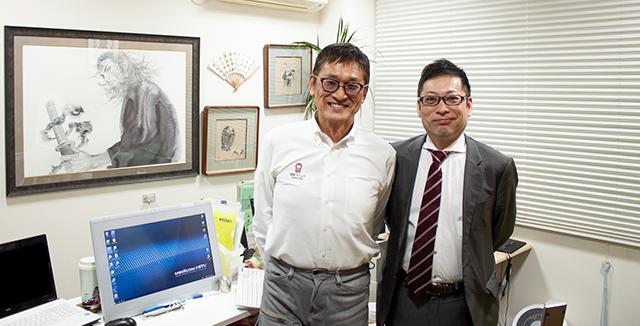 写真左:池岡クリニック 院長 池岡清光先生 写真右:インタビュアー ヘルシーパスメディカル・サービス部 部長 清水