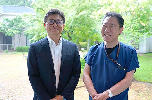 写真右:四ツ池メディカルヴィレッジ チーフオフィサー・吉井徹哉先生 写真左:インタビュアー・ヘルシーパス 代表取締役 田村忠司